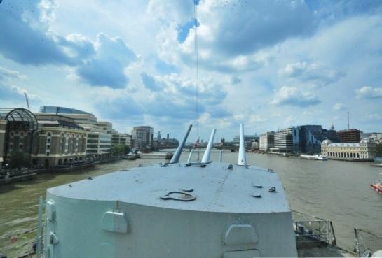 HMS Belfast, Thames Nehri üzerinde ziyaretçilerine eski günlerini anlatıyor...
