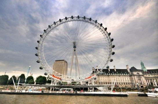 London Eye, günün her saati etkileyici manzaralar sunuyor.