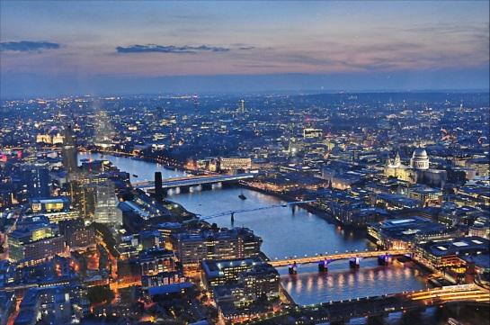 Mina Urgan'ın anılarında bahsettiği Londra'nın aksine, Londra pek