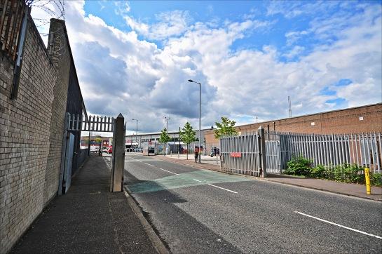 """Shankill Yolu üzerindeki meşhur """"Duvar"""" üzerindeki bir geçiş noktası..."""