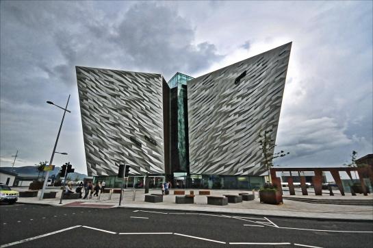 Titanik'in yapıldığı Belfast'taki Titanic Belfast ziyaret edilmesi gereken yerlerden...